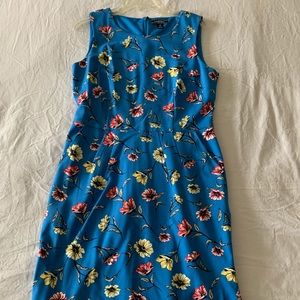 (NEVER WORN) BLUE FLORAL DRESS